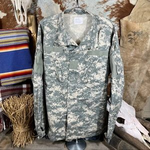 U.S. Army Men's Camo Velcro/Zip Up Jacket Size L